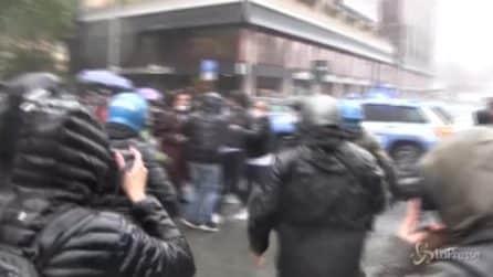 """Roma, manifestante contro polizia: """"Penso di denunciarli, volevano portarmi via di peso"""""""