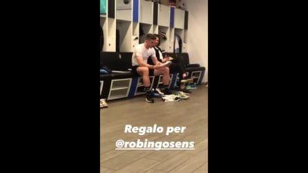 Hateboer regala a Gosens la maglia di Cristiano Ronaldo