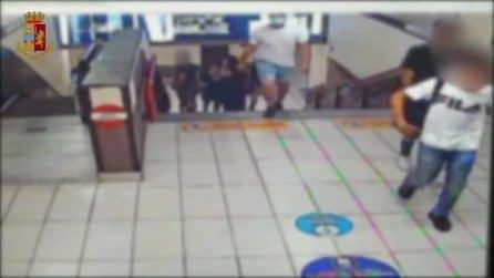 Mandano in coma un 19enne: pestaggio all'Arco della Pace, presa una baby gang a Milano