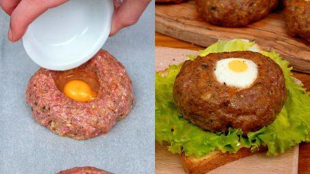 Hamburger farciti con uova: il metodo alternativo per servire il tuo panino!