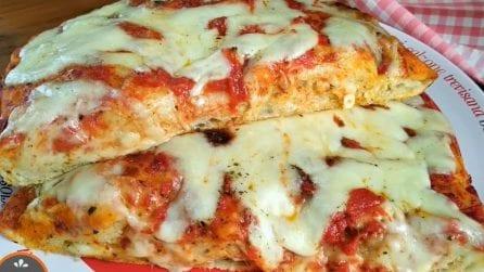 """Pizza """"a mano"""": la ricetta semplice per averla davvero gustosa"""