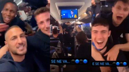 Aria di scudetto nel pullman dell'Inter, calciatori scatenati