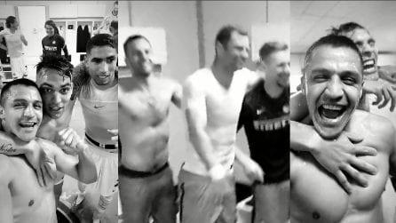 """""""Chi non salta rossonero è"""", il coro dei calciatori dell'Inter a Crotone"""