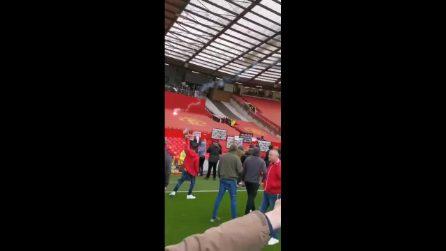 I tifosi del Manchester United invadono Old Trafford per contestare la proprietà