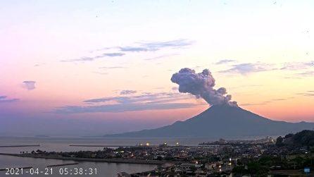 """Erutta il Sakurajima, il vulcano di Kagoshima la """"gemella"""" giapponese di Napoli"""