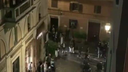 Polizia antisommossa in centro a Roma per disperdere gli assembramenti