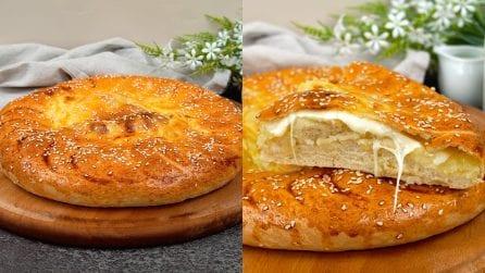 Focaccia ripiena di patate e formaggio filante: da far venire l'acquolina in bocca!