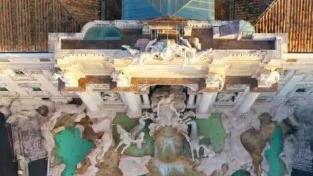 La bellissima vista dall'alto della Fontana di Trevi ripresa con il drone