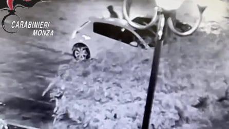Desio, accoltella un amico al petto e scappa: il video della fuga