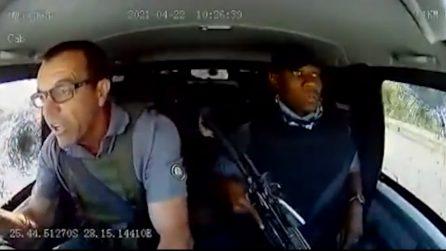 Attacco a un portavalori, finestrini colpiti da proiettili: i due agenti a bordo mantengono il sangue freddo