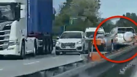 Macerata, auto contromano sulla superstrada: chilometri di paura e poi lo schianto col furgone