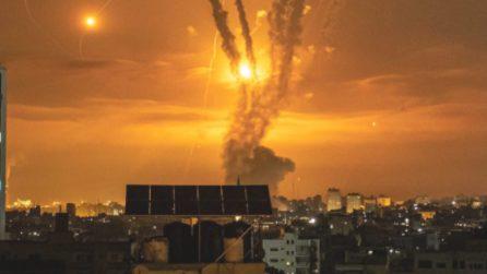 Gaza, bombardamenti israeliani nella morte: decine di morti tra i palestines
