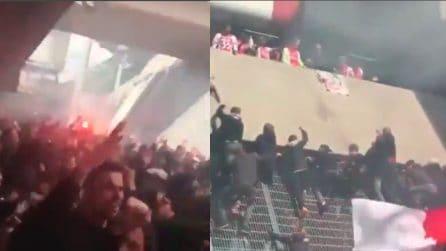 Assembramenti e tifosi che si arrampicano sullo stadio: i festeggiamenti per lo scudetto dell'Ajax