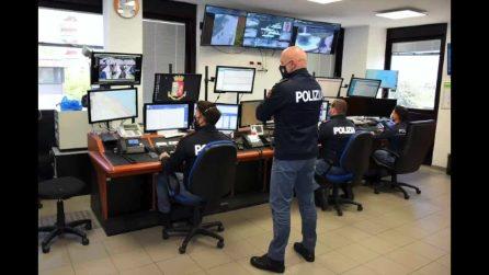 """Rimini, ruba la borsa di una donna e poi pentito chiama la polizia: """"Voglio restituire il telefono"""""""