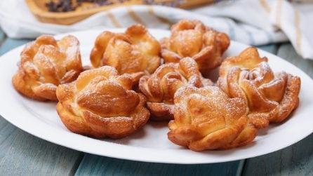 Rose fritte: come preparare un dolcetto goloso con l'aiuto di un bicchiere!