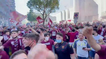"""Salernitana in serie A, i tifosi invadono la città al coro di: """"Chi non salta napoletano è"""""""