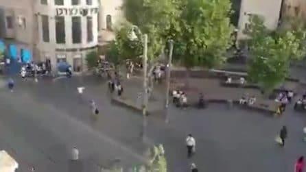 Gerusalemme, sirene antimissili si sentono in città: la gente corre in strada spaventata
