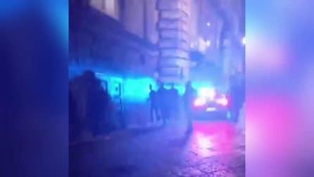 Napoli, controlli anti Covid nel centro storico: polizia pattuglia i vicoli durante il coprifuoco