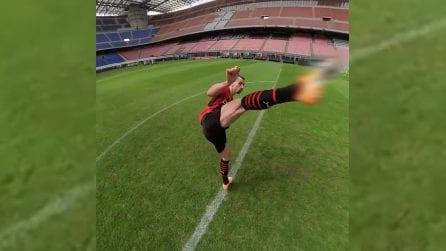 Ibrahimovic con la nuova maglia del Milan a San Siro e il taekwondo
