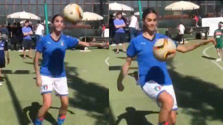 """Melissa Satta palleggia: """"Chi ha detto che le donne non possono giocare a calcio?"""""""
