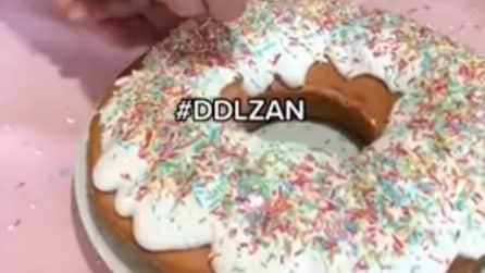 Confettini arcobaleno sulla torta: il dolce per il DDL Zan