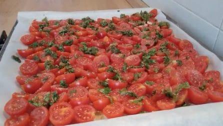Pomodori ciliegini al forno: il contorno sfizioso e pieno di gusto