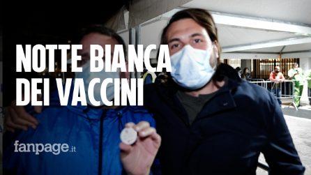 """Napoli, notte bianca dei vaccini, dalle 20 alle 7 del mattino no stop: """"Finalmente ne usciamo"""""""