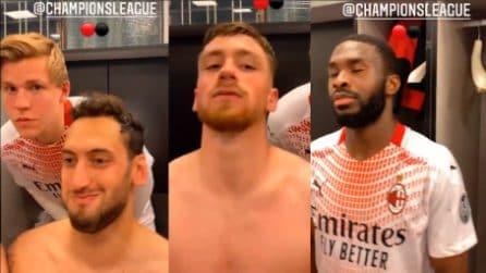 I calciatori del Milan fanno le prove dell'inno Champions