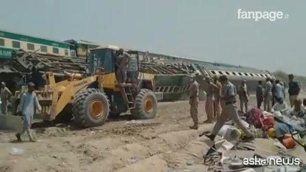 Disastro ferroviario in Pakistan, più di 30 morti