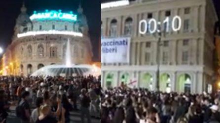 Genova, countdown come a Capodanno: le persone in piazza salutano così zona bianca e abolizione coprifuoco