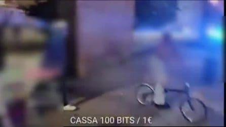 Milano, rapinatori scatenato il pitbull contro i carabinieri: i militari sparano e feriscono il cane