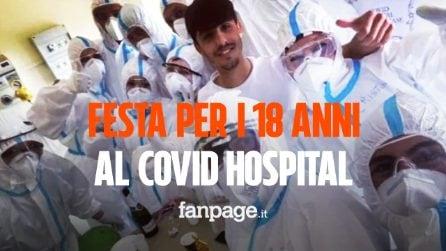Compie 18 anni al Covid Hospital, infermieri e medici gli organizzano una festa a sorpresa