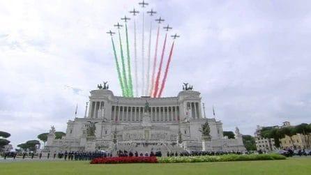 2 giugno, Frecce Tricolori sorvolano l'Altare della Patria