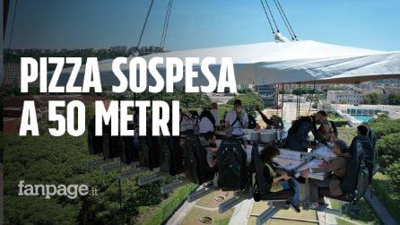 """A Napoli la """"pizza sospesa"""" a 50 metri d'altezza: """"È tutto cucinato al momento"""""""
