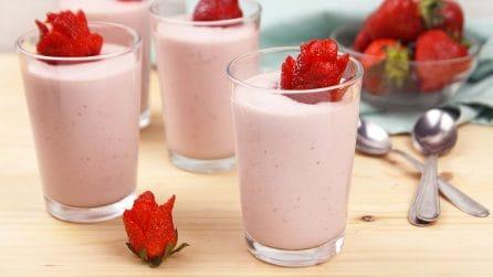 Cremoso alle fragole senza panna: la soluzione per rendere i tuoi momenti di pausa freschi e golosi!