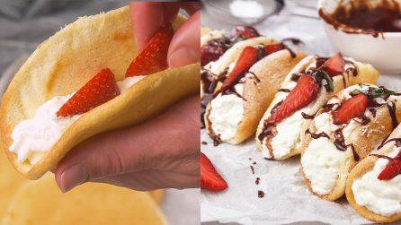 Pancake tacos ripieni di panna e fragola: assolutamente da provare!
