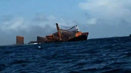 Disastro ambientale in Sri Lanka: cargo a fuoco sta per affondare
