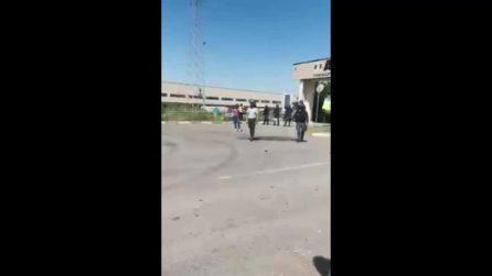 Polizia spara lacrimogeni contro il picchetto di lavoratori in protesta da due giorni a Stradella