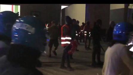 Tensione al presidio dei lavoratori Tnt-Fedex: operai picchiati e presi a bastonate