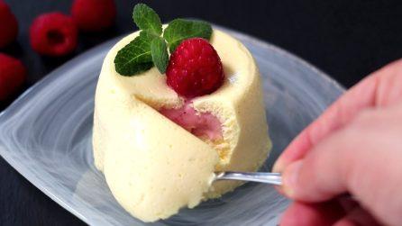 Bavarese con cuore al lampone: il dessert goloso che si scioglie in bocca