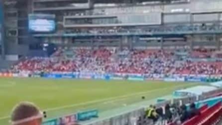 I tifosi di Danimarca e Finlandia si uniscono per Eriksen