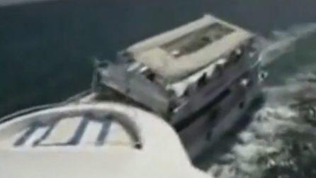 Scontro in mare aperto: il momento della violenta collisione tra due barche