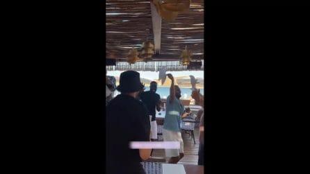 Haaland scatenato in vacanza a Mykonos: outfit stravaganti, balli e incontri