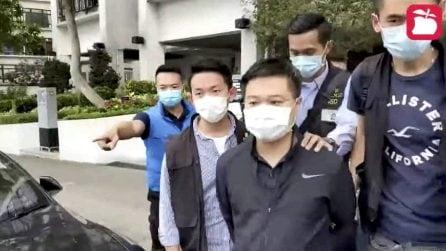 La polizia fa irruzione nella redazione di Apple Daily: centinaia di agenti per arrestare 5 dirigenti