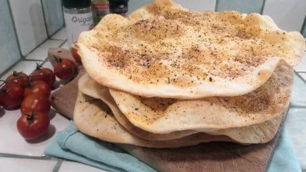 Schiacciatine senza lievito: la ricetta gustosa da servire al posto del pane