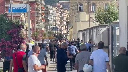 Castellammare di Stabia (Napoli), forte esplosione al commissariato di Polizia