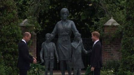 Una statua per lady D: anche Harry alla cerimonia a Londra