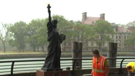 """La """"sorella minore"""" della Statua della Libertà arriva a New York"""