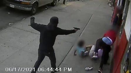 Spari nel Bronx, sulla traiettoria dei proiettili due bambini: illesi