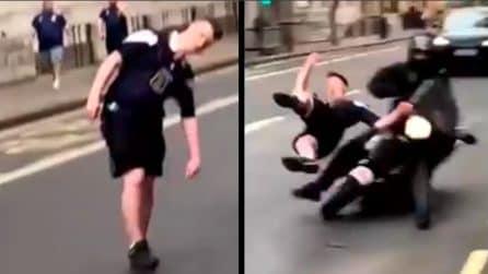 """Tifoso scozzese """"barcolla"""" in strada, poi viene investito: un amico filma tra le risate"""